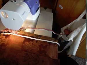 sparky pillow - making the looped fringe -1